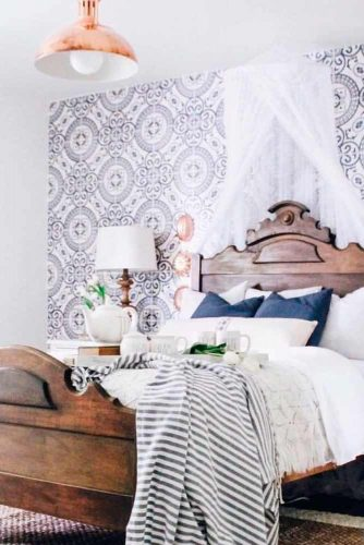 Demure French Country Bedroom #bedroomdecor #rustichomedecor