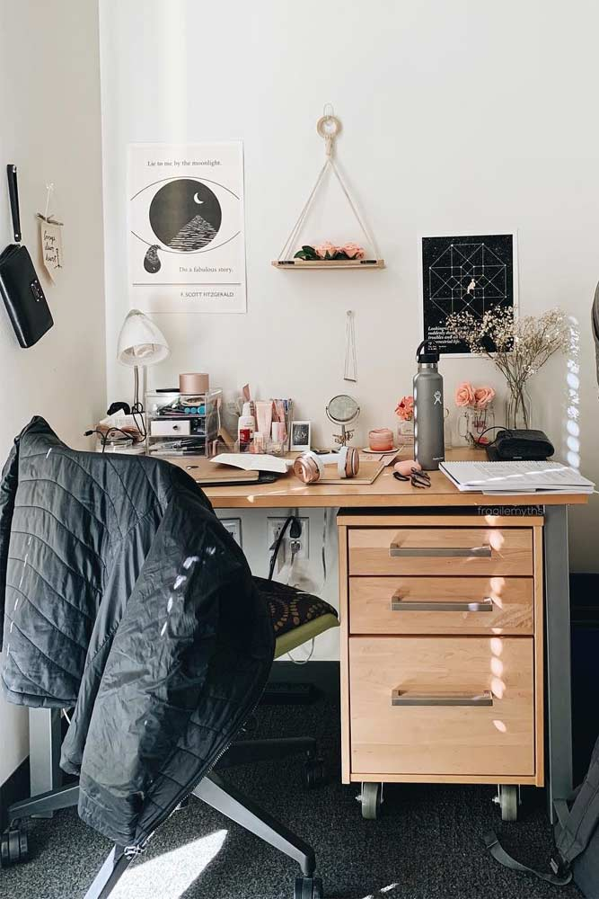 Cozy And Rustic Study Room #woodtable