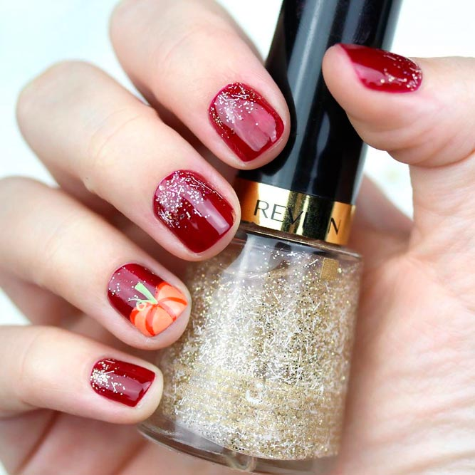 Pumpkin Nail Art In Glitter Ombre Nails #glitternails #fallnails
