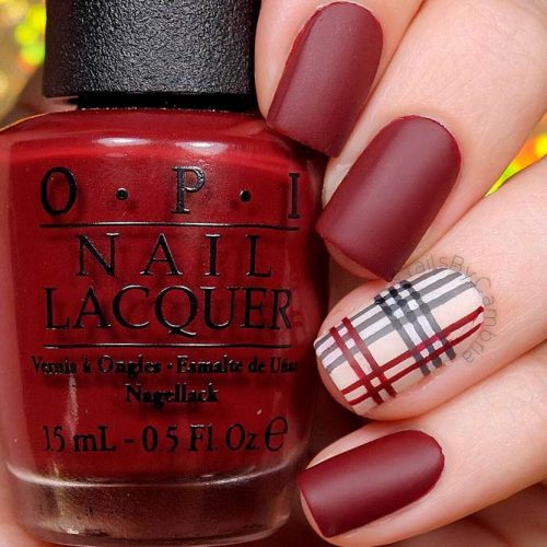 Festive Plaid Nail Design #mattenails #fallnails