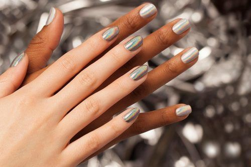 27 Irresistible Holographic Nail Polish Ideas From The Leading Trends