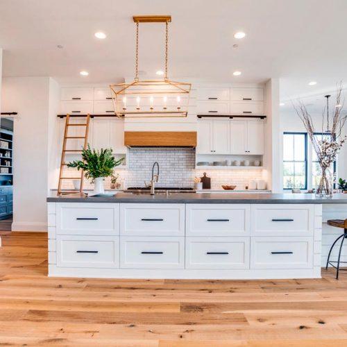 Modern White Kitchen Cabinets With Black Accents #homedecor #stylishhome #modernkitchen