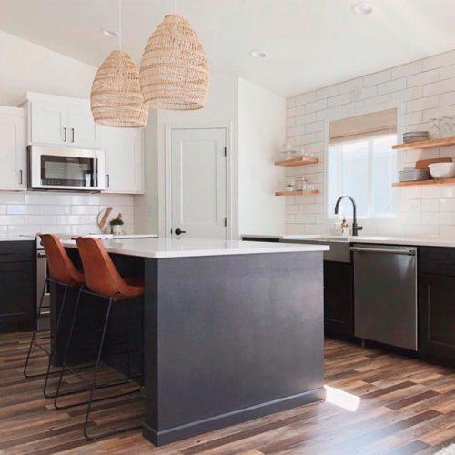 Modern Black And White Kitchen #homedecor #stylishhome #modernkitchen