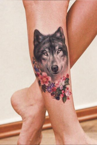 Realistic Wolf Tattoo With Flowers #legtattoo