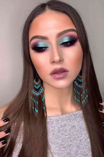 Soft Blue Smokey Makeup Idea #pinklips #blueeyeshadow