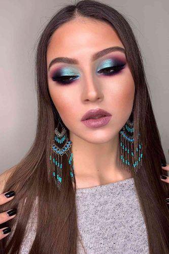 Soft Blue Smokey Makeup Idea #pinklips #blueeyeshadow