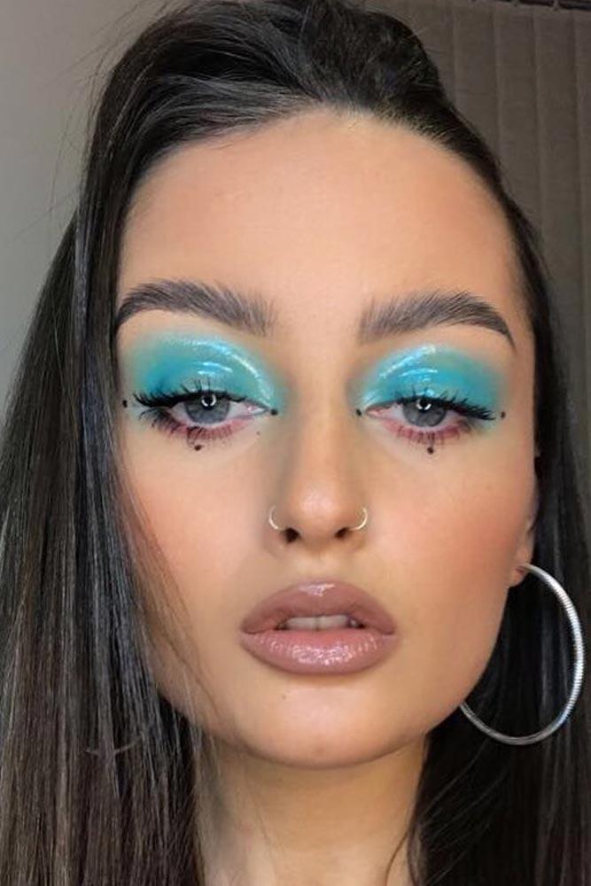 Glossy Blue Eyeshadow #nudelips #blueglossyshadow