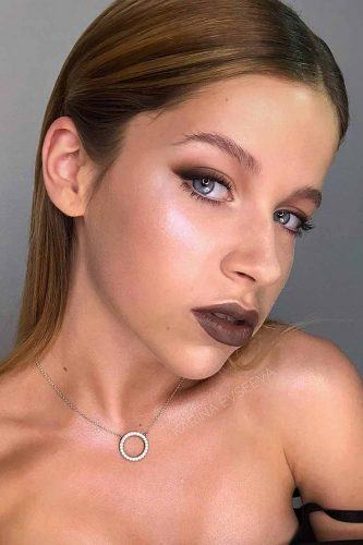 Brown Lipstick With With Smudge Eyeliner Makeup #smudgeeyeliner