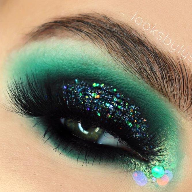 Deep Green Eyeshadow Color And Glitter Makeup #greenshadow #glittershadow