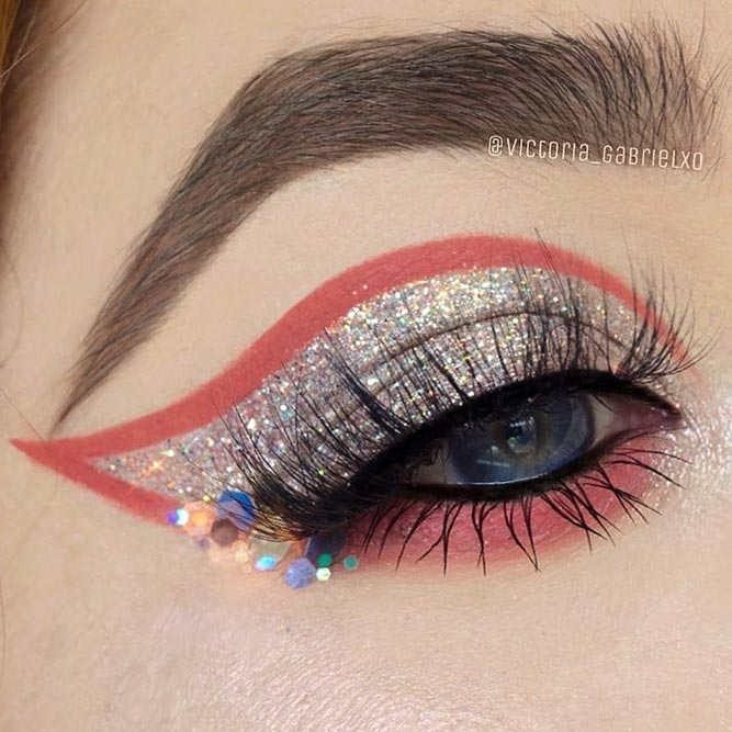 Silver Glitter With Color Eyeliner Look #silverglitter #colorline