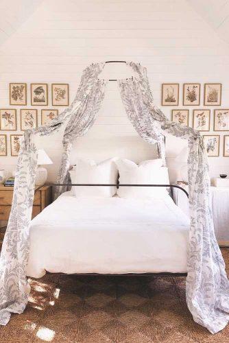 Metallic Canopy Bed For Vintage Bedroom #vintagebedroom #metalliccanopy