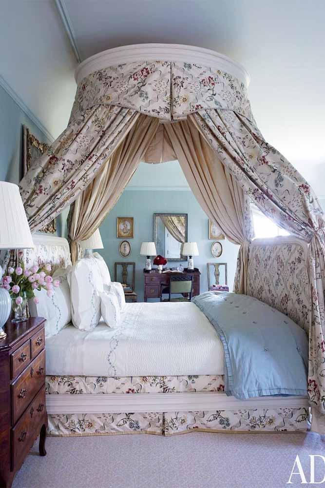 Platform Canopy Bed With Curtains In Retro Style #vintagebed #platformbed