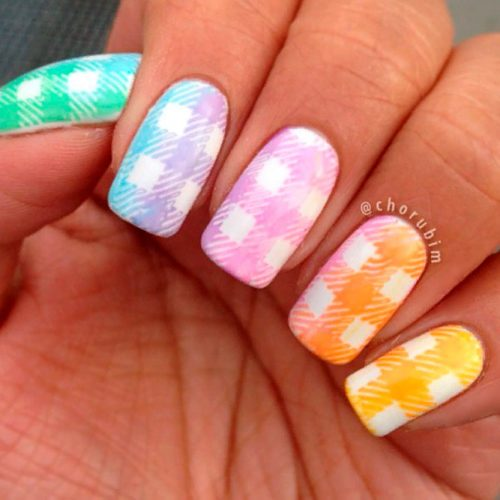 Multicolored Gingham Nails With Gradient Effect #colorfulnails #ombrenails #rainbownails