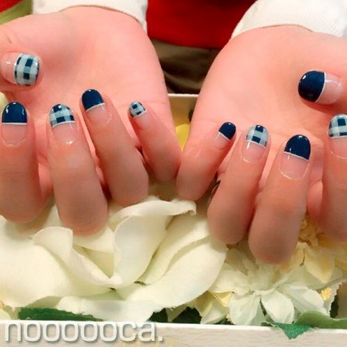 Deep Blue Gingham Tips #negativespacenails #bluenails #roundednails