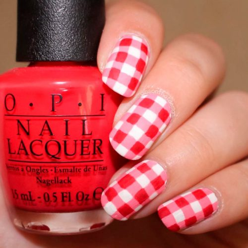 Simple But Stylish Red Gingham #rednails #roundednails
