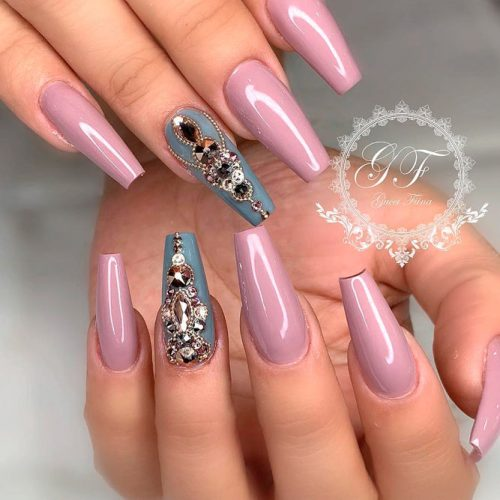 Elegant Mauve Nails With Gray Accentuated Finger #rhinestonesnails #coffinnails