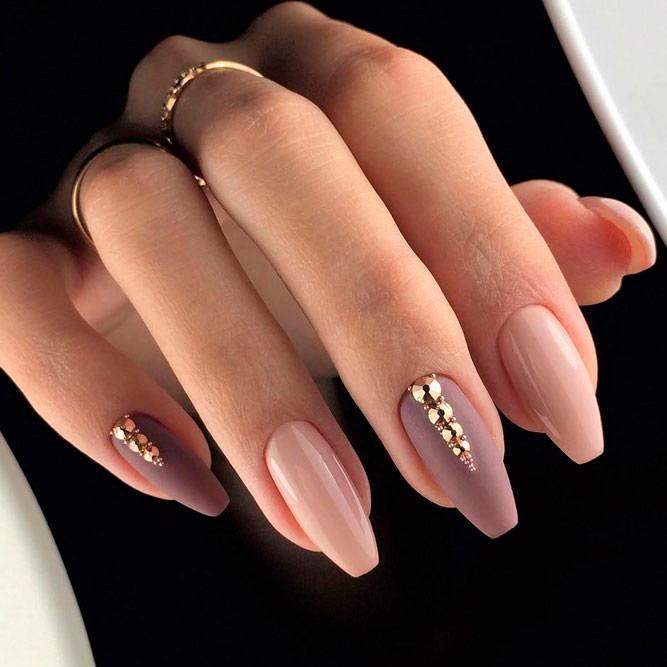 Charming Mauve Nails With Tiny Rhinestones #rhinestonesnails #nudenails
