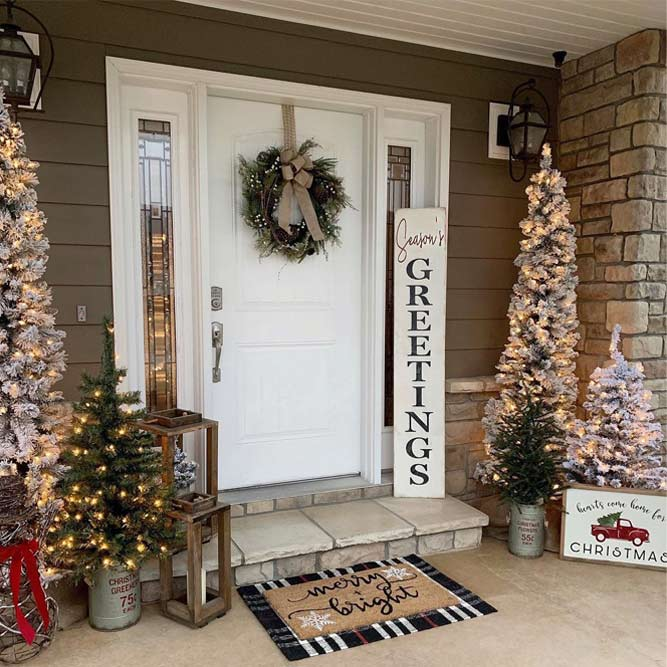 Front Door Décor With Rustic Accents #woodensign #wreath