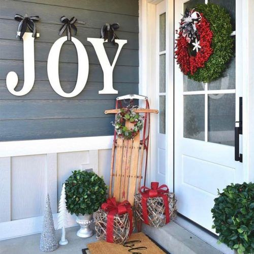 Traditional Christmas Porch Decorations #giftsdecor #wreath Porch