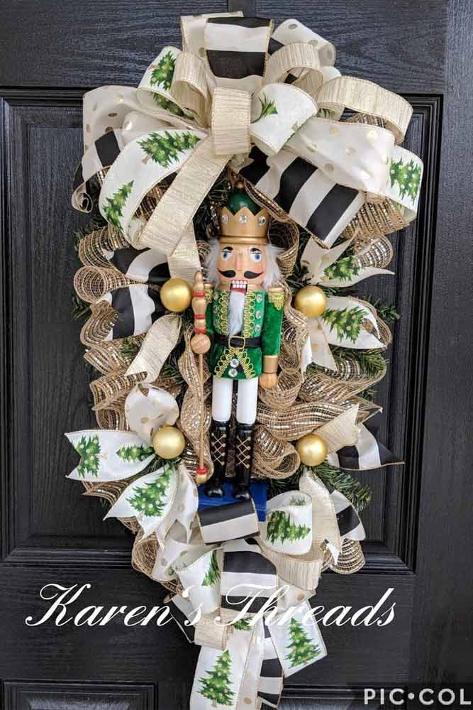 Nutcracker Christmas Mesh Swag #doordecor #nutcracker
