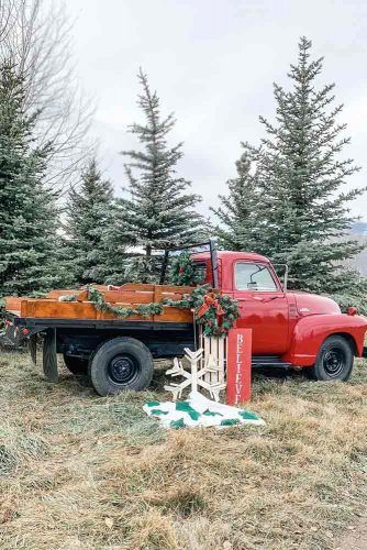 Outdoor Truck Christmas Decorations #wreath #garland
