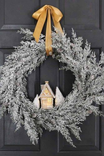 Wormwood Wreath With Ginger Bread House #gingerbread #wreath