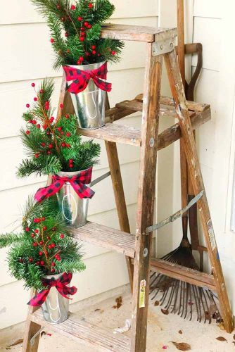 Holiday Set On The Step Ladder #rustic #stairsset