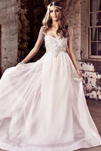 Vintage Wedding Dress With Rhinestones Top Design #pearls #glamdress
