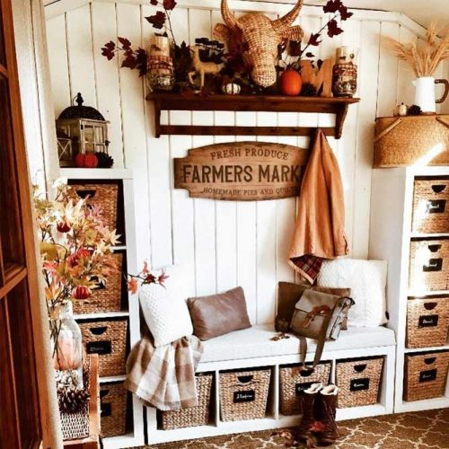 Mudroom Bench With Rustic Baskets Storage Space #baskets #farmhouse