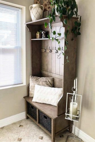 Rustic Small Mudroom Idea #rustic #wood