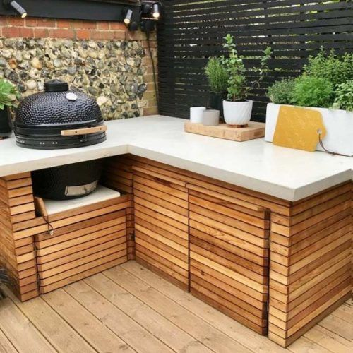 Small Wooden Grill Area #grillisland #wooddecor