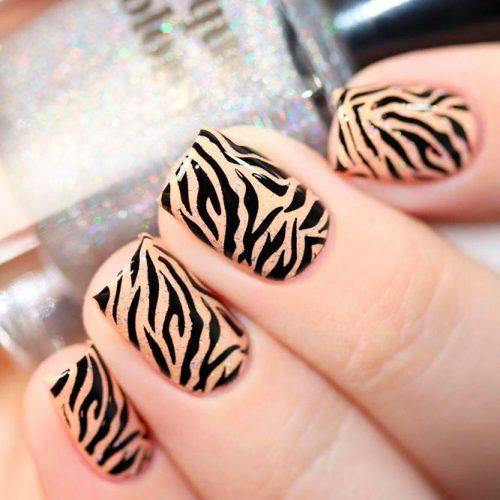 Elegant Nude Zebra Nails With Glitter Sparks #nudenails #glitternails