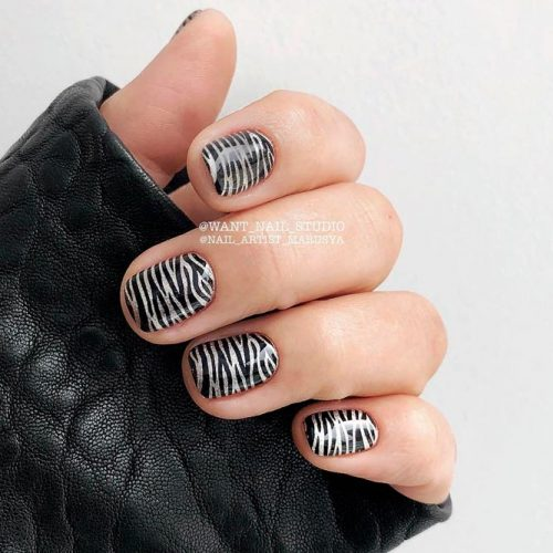 Stylish Metallic Nail Art #silvernails #metallicnails #shortnails