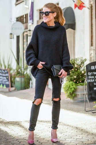 Oversize Sweater With Black Ripped Jeans #oversizesweater #blackoutfits