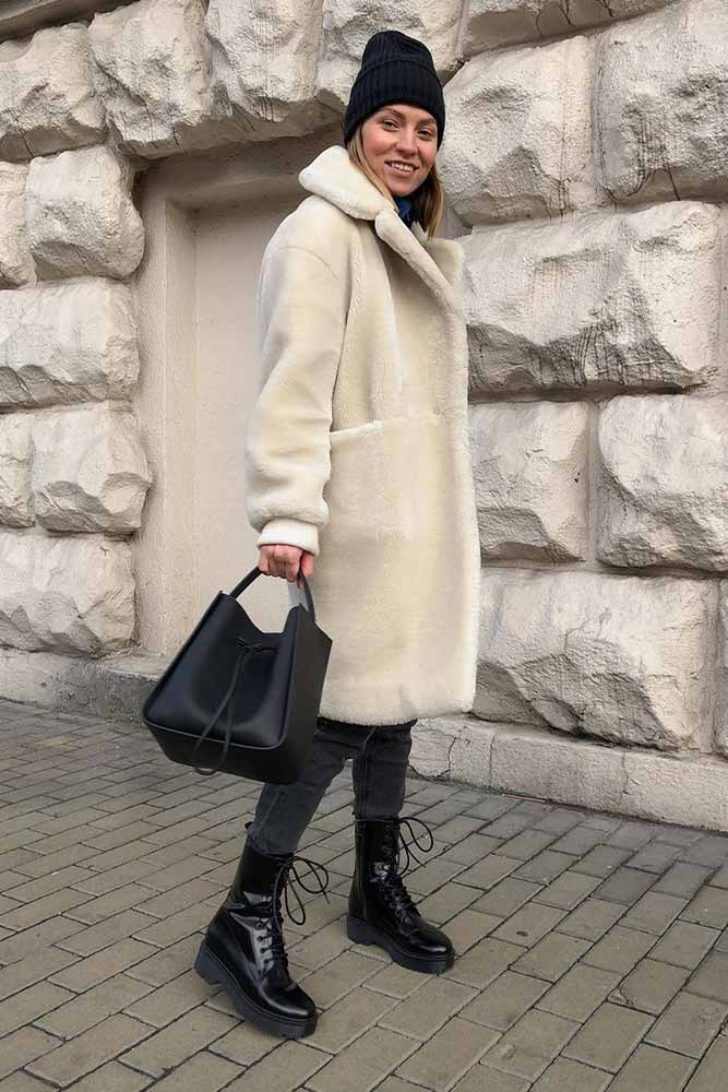 Black Jeans And White Foux Fur Coat #fauxfur #winteroutfit