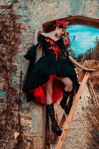 Dramatic Short Black And Red Wedding Dress #shortweddingdress #gothicweddingdress