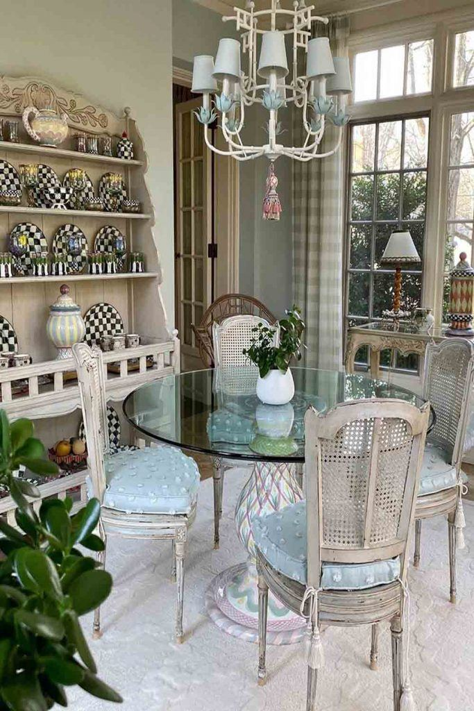 Country French Sunroom With Vintage Furniture #platesdecor