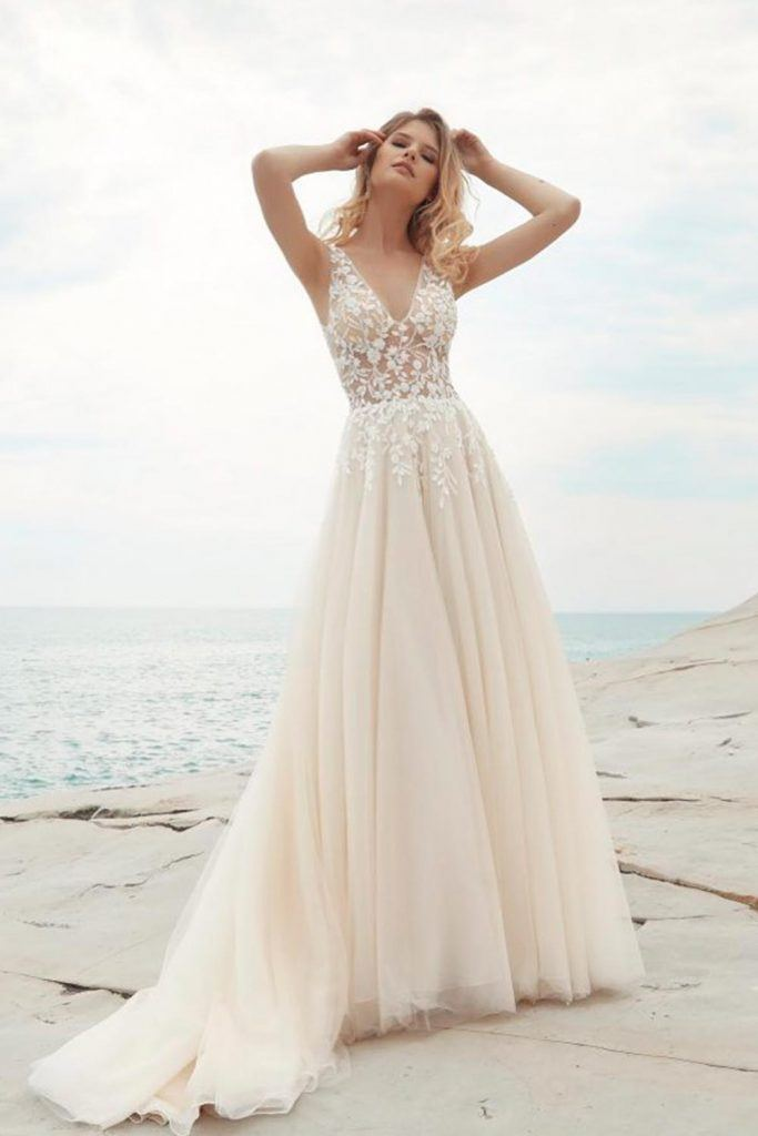 Classic Wedding Dress With Floral Embroidery #beautyfulweddingdress #wedding