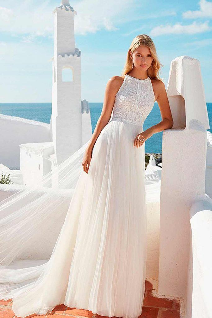 Classic Helter Neck Wedding Dress #helternackdress #prettywedingdress