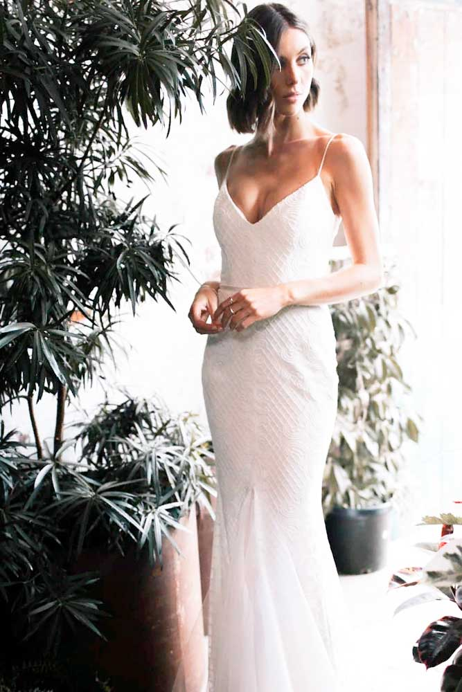 Tight Casual Dress For Elegant Wedding Look #casualweddingdress #tightweddingdress