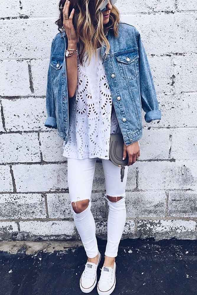 White Jeans And Oversized Denim Jackets For Women #whitejeans #summeroutfit