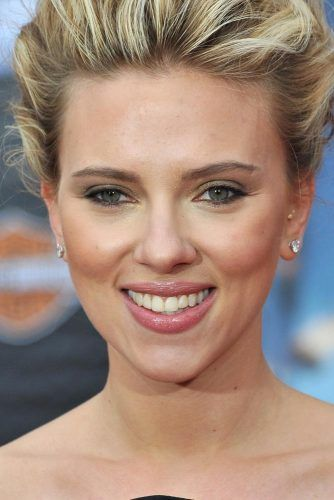 Scarlett Johansson With The Inverted Triangle Face Shape #triangleshape #scarlettjohansson