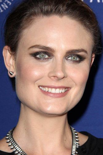 Emily Deschanel With Square Face Shape #emilydeschanel #squareface #celebrity