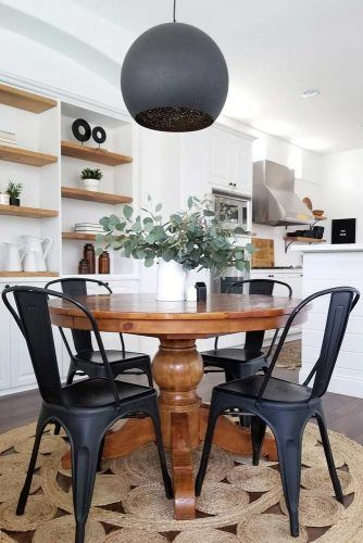 Wood Round Table With Black Metal Chairs #blackchairs #classictable
