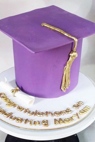 Purple Graduation Cap Cake #simplecake #purplehatcake