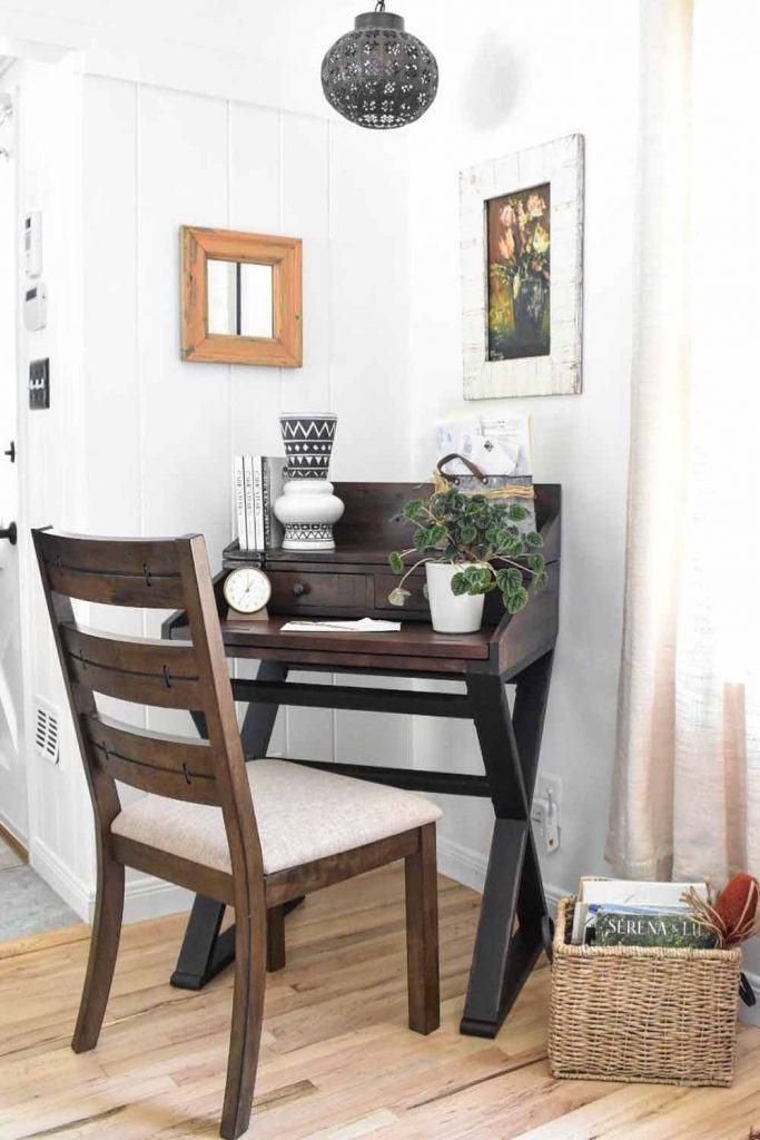Small Secretary Desk In Classy Style #smallsecretarydesk