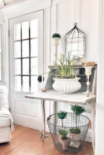 Small White Vintage Secretary Desk #vintagestyle #farmhousedecor