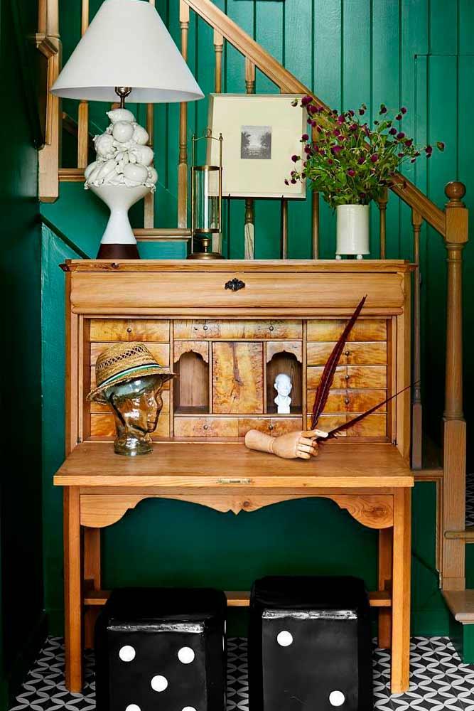 Antique Wood Furniture For Mudroom Decor #woodsecretarydesk #furniture