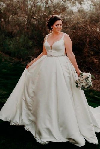 Satin Plus Size Wedding Dress With Sweetheart Neckline #satindress #sweetheartneckline