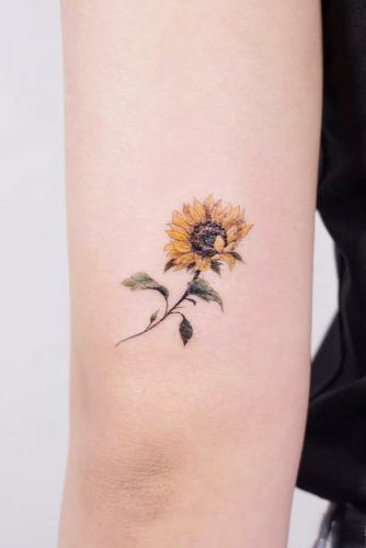 Small Minimalist Sunflower Tattoo Idea #smalltattoo #minimalisttattoo